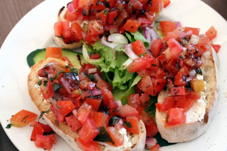 Garlic Stuffed Olive and Tomato Bruschetta – De La Rosa ...